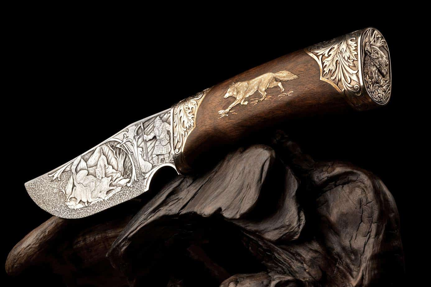 Ornamental hunting knife.